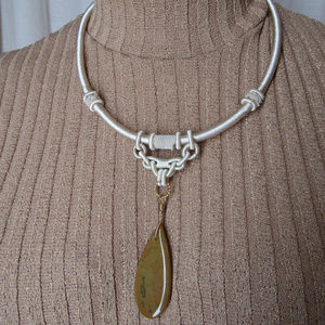 Jewelry - Hand made necklace Cream/brown stone